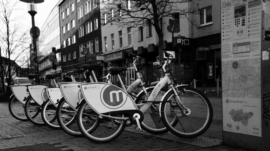 Verleih Architecture Bicycle Building Exterior Built Structure Citibike City Day Land Vehicle Men Mode Of Transport Outdoors People Real People Street Transportation
