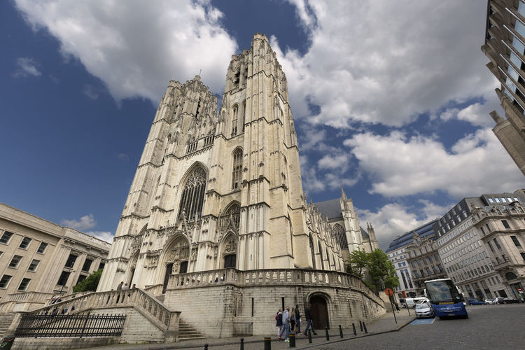 454/5000 Brussels, Belgium. May 3, 2018: Cathedral of San Miguel and Santa Gudula in the Belgian capital. Architecture Belgium Brussel Cathedral Church Gothic Gothic Architecture Place Of Worship Travel Travel Photography Architecture Architecturephotography Building Building Exterior Built Structure Cathedral Of Brussels City Cloud - Sky Europe Exterior Building Gothic Style Incidental People Monument Religion Travel Destinations