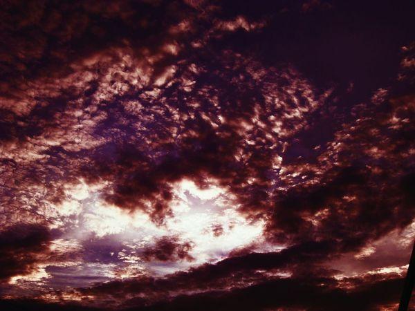 Clouds Peoplecreatives Minimalism Mood Photoftheday Instagood EyeEm EyeEm Gallery EyeEm Best Shots Folkgood Chery First Eyeem Photo Live Up&up Sky Sky And Clouds