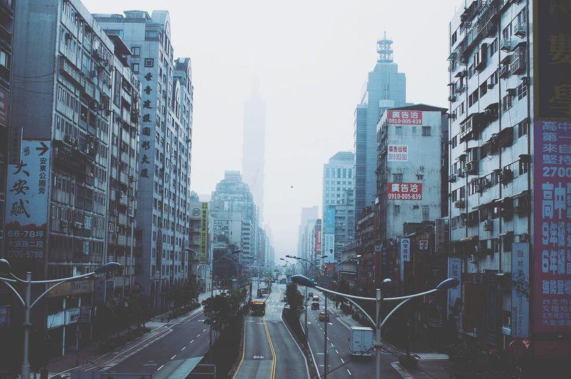 早晨,霧霾,消失的臺北101。 Good Morning Haze Taipei 101 EyeEm Gallery EyeEm Best Shots EyeEm Best Edits The View And The Spirit Of Taiwan 台灣景 台灣情 City Taiwan Taipei