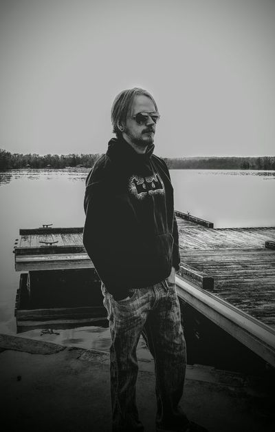 Husband Hanging Out Chilling Lake Taking Photos Check This Out Relaxing Enjoying Life Mobile Photography Nexus 5x Nexus 5x Photography Black & White Showcase March Showcase March The Portraitist - 2016 EyeEm Awards