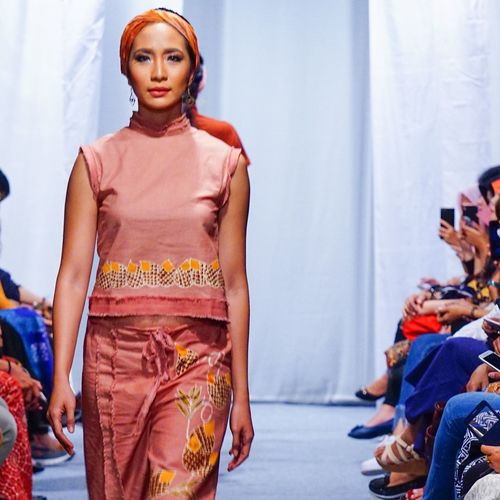 Casual wear with ethnic touch Indonesia_photography INDONESIA EyeEm Gallery EyeEmNewHere EyeEm Selects Runway Beauty Fashion Model Fashion Photography Fashion Young Adult Front View Real People Young Women Lifestyles Traditional Clothing Indoors  Beautiful Woman Standing Portrait Looking At Camera One Person Fashion Stories