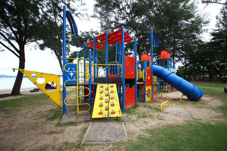 Tree Outdoor Play Equipment Hanging Playground Sky Monkey Bars Schoolyard Sioux Falls Physical Education Hopscotch Breakdancing South Dakota Jungle Gym Slide - Play Equipment Park - Man Made Space Swing Slide Colorful Water Slide Blooming Oil Pump