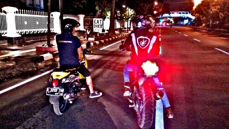 Adapted To The City Jakarta JakartaStreet INDONESIA Race Bikers *City Race 😎🚲🚲 Outdoors Photography Yamaha R15 Yamaha R25 Yamaha R6 Yamaha MT25 Yamaha MT03