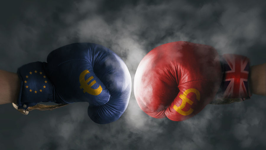 Euro and pound fighting