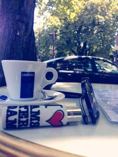 Un bon café sur une terrasse parisiens. On peux dire que c'est juste du bonheur