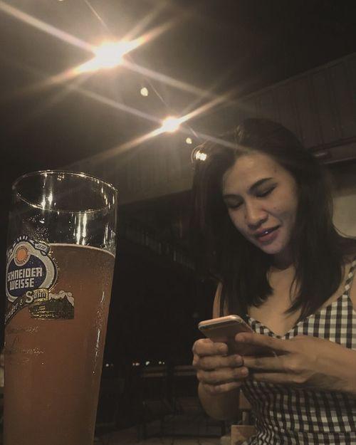 Bear Me Happy Women Love EyeEm EyeEm Gallery Selfie Smile Happiness Hello Good Times Love Me Hello World Selfietime It's Me Thats Me  That's Me Drinking Beer Time Beers