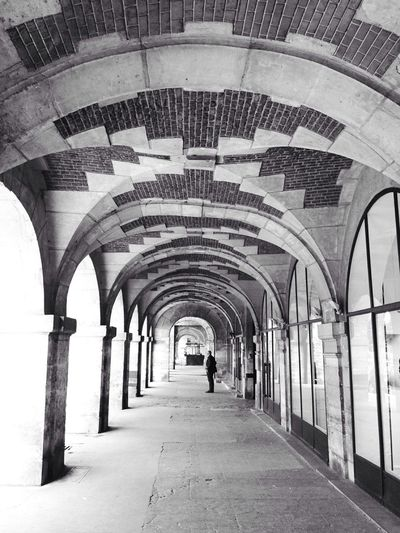 Gallery !! Vanishing Point for the Bnw_friday_eyeemchallenge Perspective Architecture_collection Architecture Paris