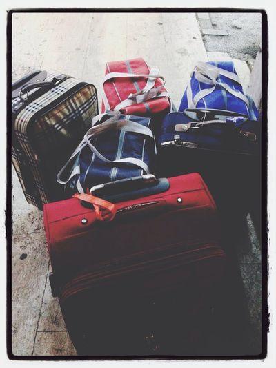 Bavulları hic sevmiyorum efendim. Cok hüzünlü seyler. Hep geri dönüp gitmeyi hatırlatırlar...