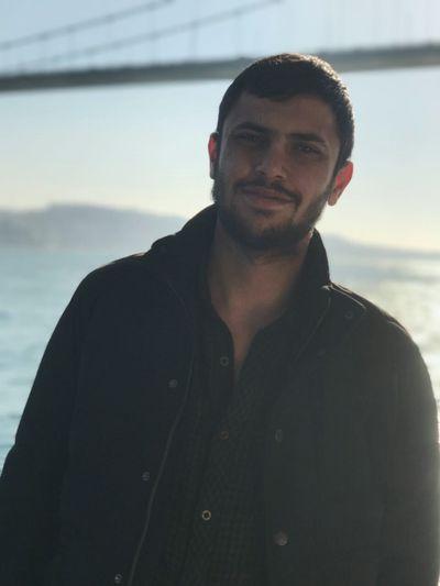 Hayat Denizin Ortasında Özgürlük İçinde Uçuşan Martıların; Kaybettikleri Özü Gibidir.. First Eyeem Photo
