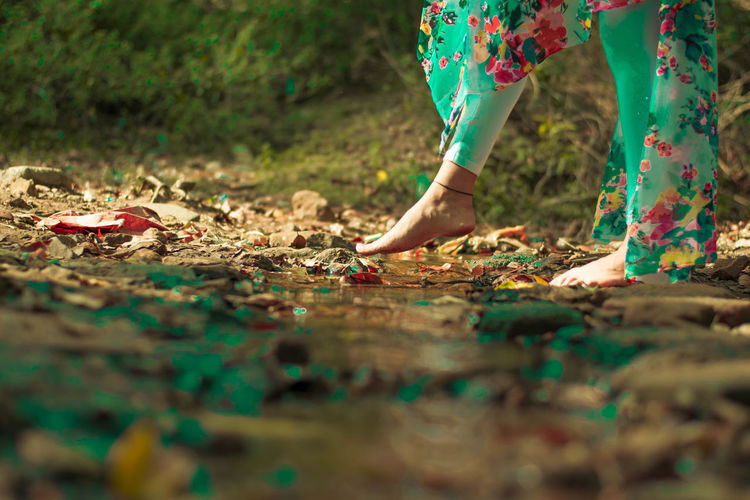 Scenery Cross Adult Beauty In Nature Nature Sky Scenics Close-up Day Enjoying Life EyeEm Best Shots First Eyeem Photo Growth Hanging Out Indoors  Landscape Mountain Nature Outdoors Low Section Tree Rural Scene Multi Colored Pollen Human Leg Shoe Petal Legs Crossed At Ankle Growing Human Foot Flower Head Capture Tomorrow