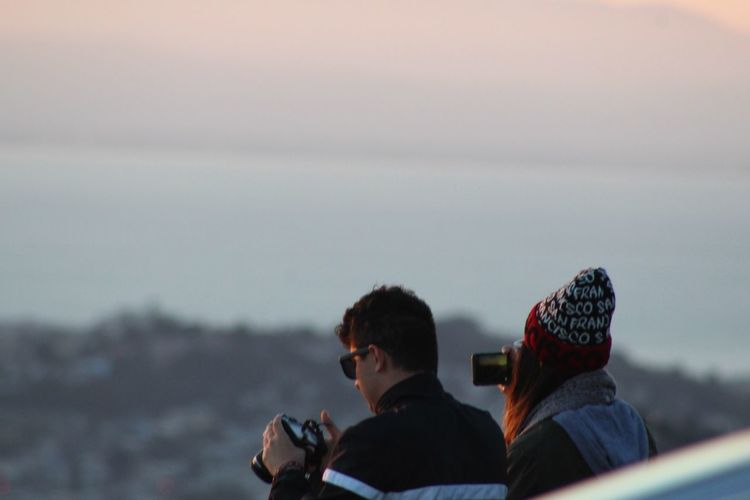 Observing The Sunrise City By The Bay Twin Peaks Sunrise Sanfrancisco Eyemphotography Eyem Gallery San Francisco Twin Peaks Viewpoint San Francisco Bay Sunrise In San Francisco Picture Of Guy Taking Picture