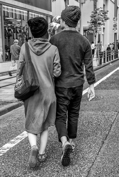 Cap Couple Japan Japanese  Japan Photography ASIA Streetphotography Streetphoto_bw Blackandwhite Monochrome Streetfashion Fashion Style City Urban Couple Love Affection Panasonicgx7 Lumix Cooljapan