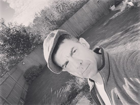 #peakyblinder #selfie Selfie ✌ Peakyblinders Peaky Blinders Real People One Person Portrait Lifestyles Leisure Activity Young Adult Day Looking At Camera Headshot Front View Casual Clothing The Modern Professional