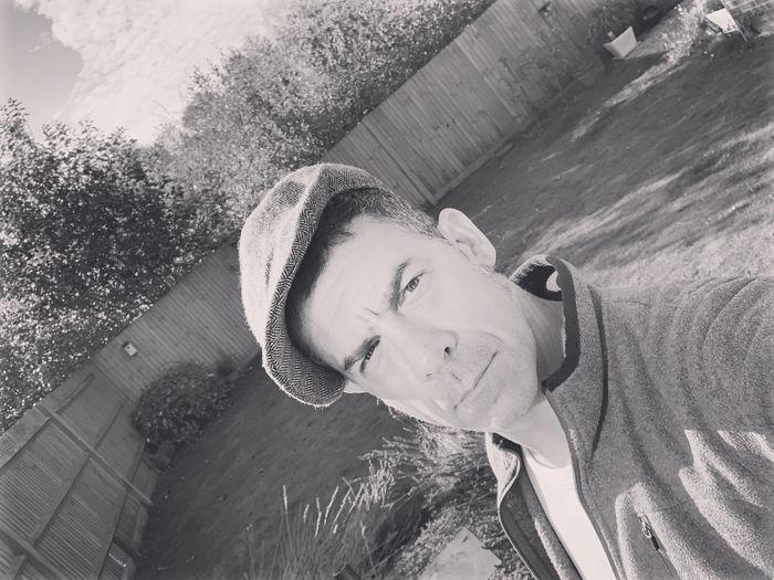 #peakyblinder #selfie Selfie ✌ Peakyblinders Peaky Blinders Real People One Person Portrait Lifestyles Leisure Activity Young Adult Day Looking At Camera Headshot Front View Casual Clothing