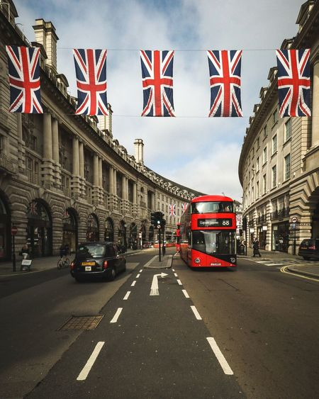 London looking lovely to celebrate Queen Elizabeth's 90th Birthday City Urban LONDON❤ Taking Photos Urbanphotography City View  City Life Transportation Bus Taxi Streetphotography Street Photography Street Londonlife London London_only Showcase June