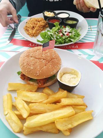 English Hamburger Frites Faritas Foodporn Rock Rockabilly Doudou ❤ Rockabilly Diners Fastfood Followme