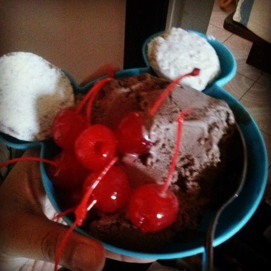 Tan culpable Helado Cerezas Chocolate Nuez postre icecream cherry desert