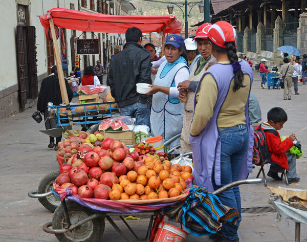 Colleagues talk Culture Food Fresh Fruits Indian Lifestyle Lifestyles Market Native Native American Indian Outlet Peruvian Sale Selling South America Street Trade Traditional Vegetables Woman Women The Shop Around The Corner Everyday Emotion People And Places