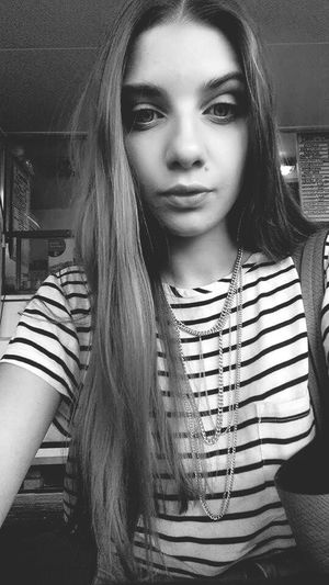 w oczekiwaniu na jedzonko! Polishgirl Polskadziewczyna Polskadupeczka Cutegirl Cute Selfie Portrait Blackandwhite Model Food
