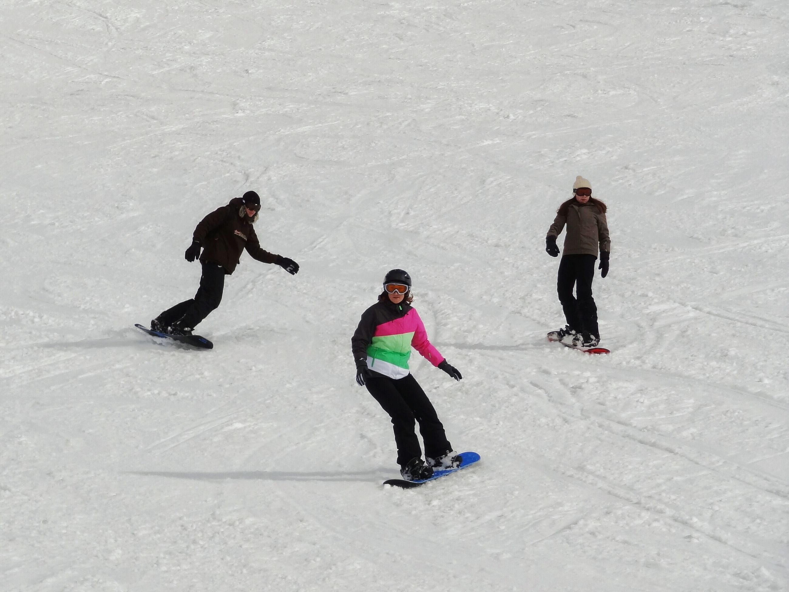full length, lifestyles, leisure activity, walking, men, sport, high angle view, extreme sports, casual clothing, boys, enjoyment, snow, fun, day, childhood, mid-air, skill