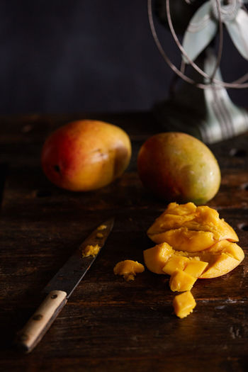 fresh mango Close-up Focus On Foreground Food Freshness Healthy Eating Hot Mango Mangoes No People Organic Ripe Selective Focus Still Life Summer Summer Fruits Tropical Tropical Climate Tropical Fruit Tropical Paradise Wood - Material Wooden