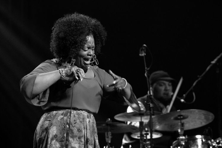 Jazz artist women in jazz Dianne Reeves band Jazz Band Jazz Concert black and white photography Singer  Entertainer