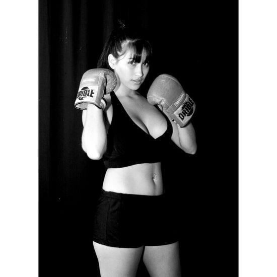 #box #fightnight #lasvegas #mayweathervspacquiao #pacquiaovsmayweather JessicaCosta√ Luta de boxe Modelsession JessicaCosta√ Instagram