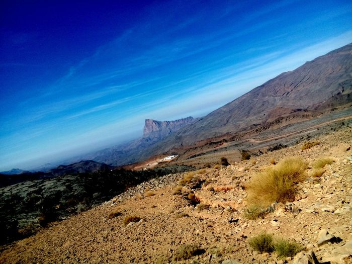 On the way to jebal shams Jebal Shams جبل_شمس Check This Out Mountains And Sky Mountain View Mountains Naturelovers Nature Photography Beautiful Nature Enjoying Life Places I've Been Placestovisit Placestoseeinoman Muscat , Oman مسقط