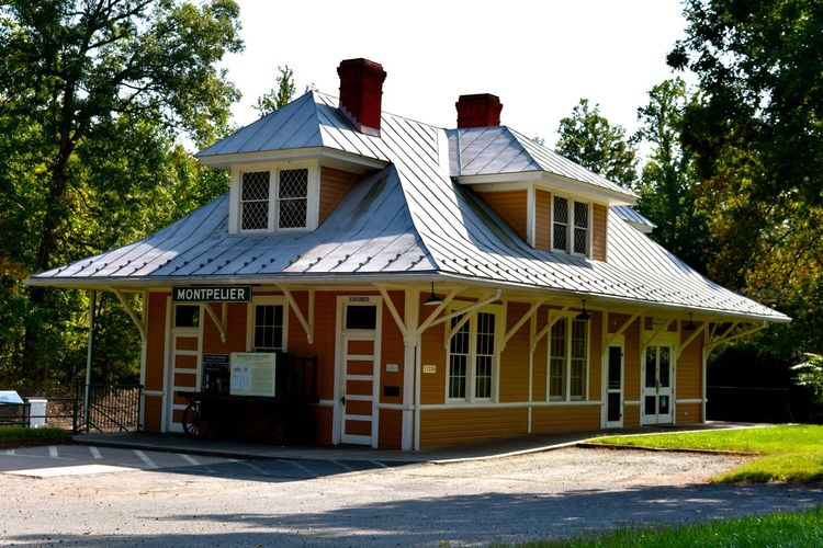 Hisorical Building Historical Building Travel Travel Photography Virginia Architecture Building Exterior Built Structure Day Historic Monteplier Railway Station No People Outdoors Photography Railway Station Railwaystation Travel Destinations