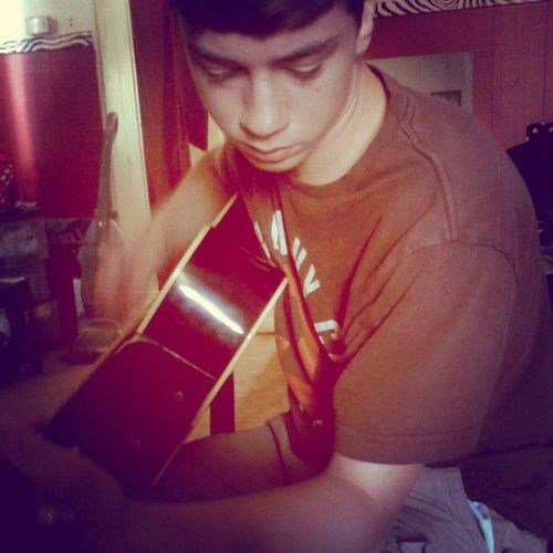 Well look at my handsome boyfriend ya'll Boyfriend PlayingGuitar Guitar Socute taylorgang