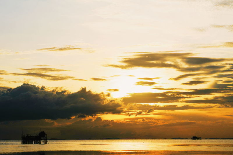 Water Sunset Silhouette Beach Sky Cloud - Sky Seascape Horizon Over Water Dramatic Sky Atmospheric Mood Romantic Sky
