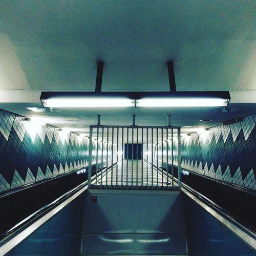 Subway vanishing point Subway Station Underground Subway Platform