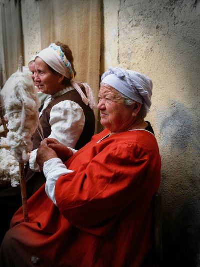Umbria Medioeval Village Borgo Antico Lana Red Old Lady Streetphotography Mercato Delle Gaite Investing In Quality Of Life Focus On The Story The Portraitist - 2018 EyeEm Awards