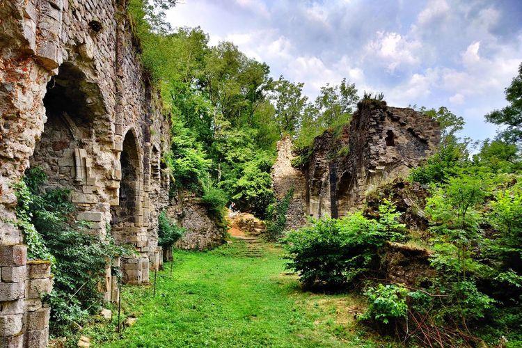 Old ruins against sky