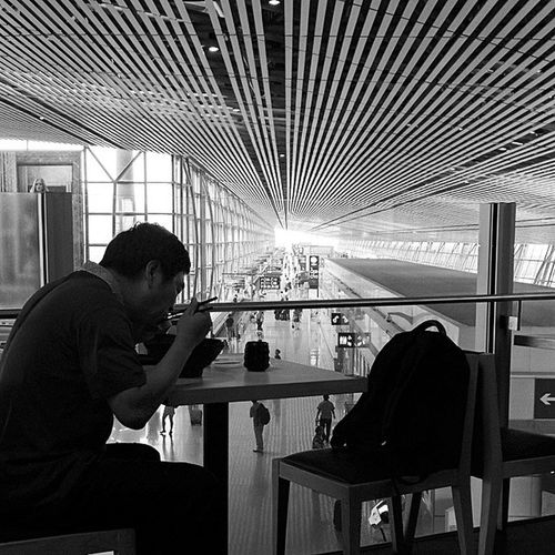 Noodle Airport T3 Eat roof bw line