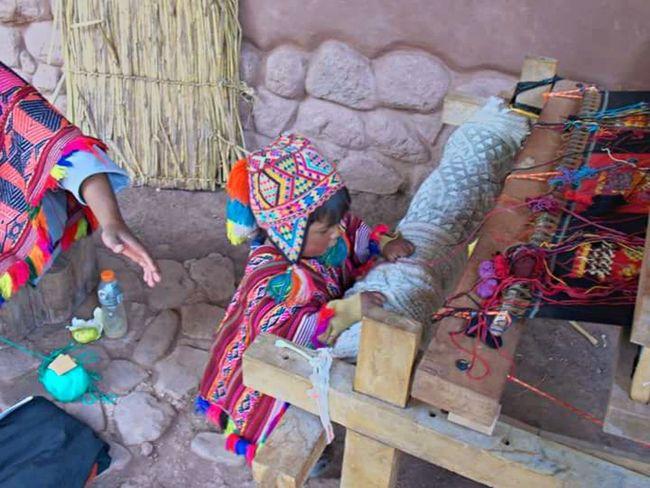 Snapshots Of Life Traveling Culturas Peru Latinoamerica AWANA KANCHA Diferentes culturas, mucho sacrificio y coraje, Experiencing Life This Is Latin America