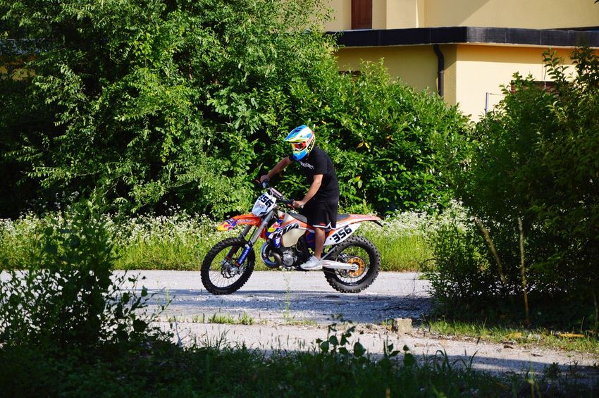 Moto Cross Enduro Lifestyle Enduro Racing Enduro Pastro356 Transportation Plant One Person Mode Of Transportation Helmet Real People Full Length Riding Land Vehicle Day Tree Growth Headwear Ride Lifestyles Nature Men Leisure Activity Grass Outdoors