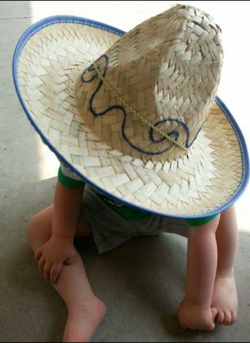 Hat Child Too Big Ohio, USA