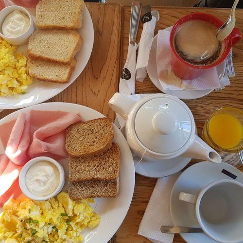 merienda Huevos Revueltos Americano Breackfast Food Tea - Hot Drink Egg Yolk Drink Plate Breakfast Toasted Bread Table High Angle View Coffee - Drink Teapot Sliced Bread Jam Butter Knife