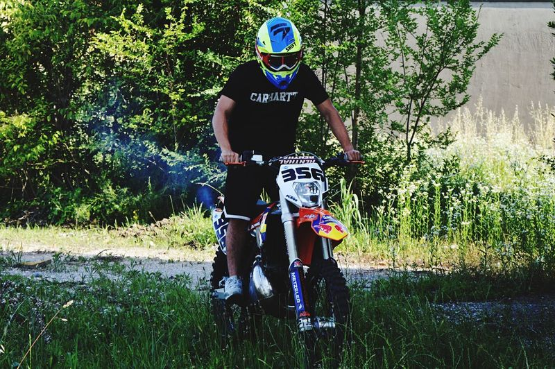 Shift Shift_life Enduro Pastro356 Enduro Racing Enduro Lifestyle Moto Ktm300xc Ktm Fmf Plant Nature Day Real People Tree Grass Full Length Outdoors Child Lifestyles Green Color Headwear Leisure Activity Men Sunlight People Casual Clothing Security Helmet Boys