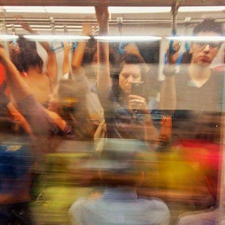 Enclausurada no jardim dos animais Metro Subway Pesadelo Diariamente Keepmoving