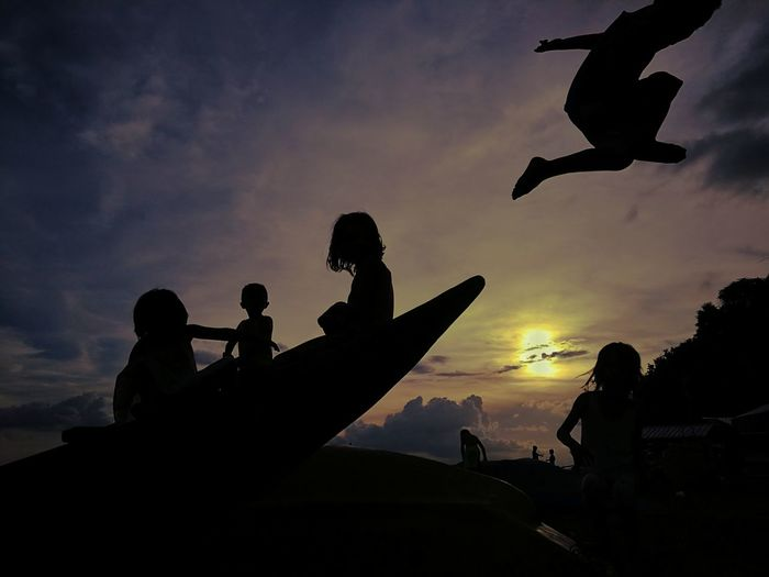 playful Sillouette Sunset Olympus Om-d E-m10 Kids Flying History