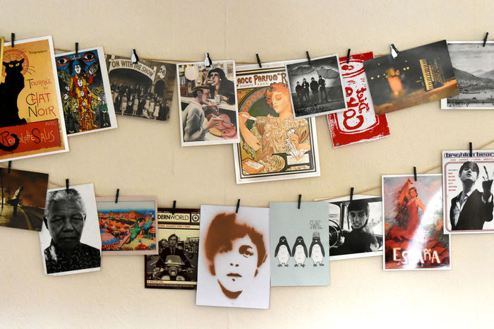 Images Two Rows Cards Decoration Famous People Hanging Up Interior On The Wall Pegged Up Pictures Variedade