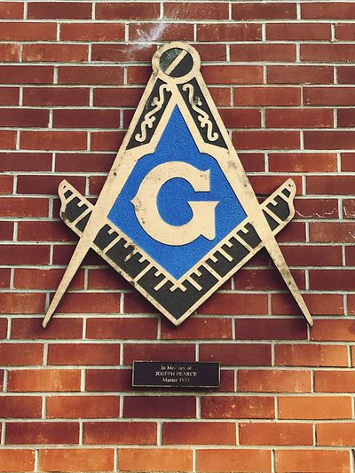 Masonic Masonic Masonic temple Masonictemple Masonic Symbol Brick Wall No People Communication Built Structure Road Sign Architecture Outdoors Day Close-up