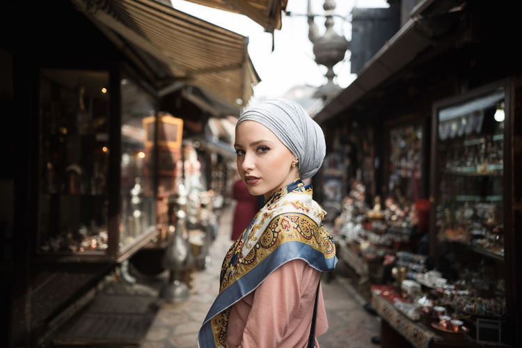 Adult Adults Only Bangle Beatyful City Cultures Day Hijab One Person One Woman Only Only Women Outdoors People Street Traditional Clothing Travel Destinations Young Women Fresh On Market 2017