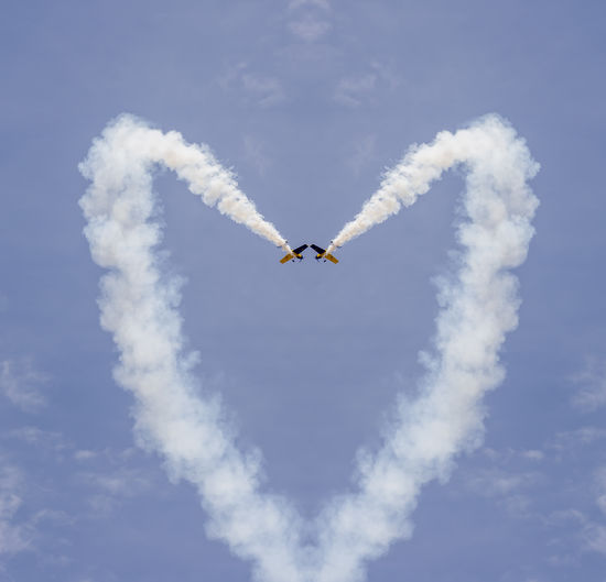 Fighter Planes Making Heart Shape Of Vapor Trails Against Sky