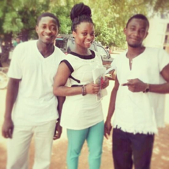 Last paper was today. Meaning I'm done with Uni Life. Thank God. A picture with this wonderful duo was just appropriate. Some good people i met in Uni KampusLife FinalYearTins Udsgh