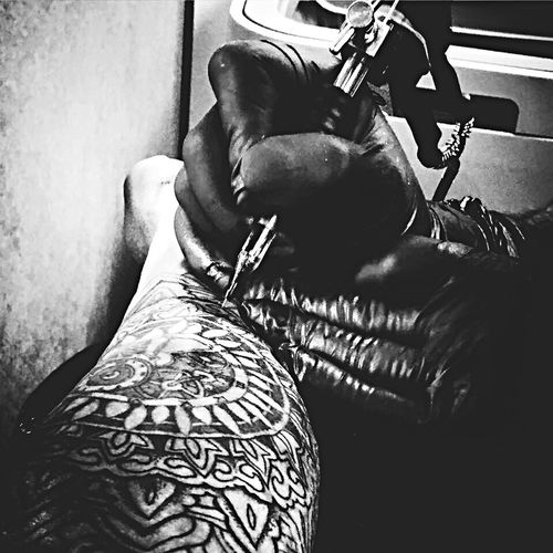 Men Indoors  Tattoo Machinegun Ink Blackandwhite Onlyliveonce Smithtwotattoo Handtattoo Real People EyeEmNewHere