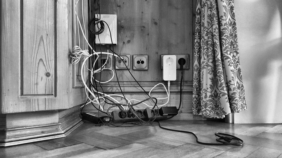 Electric Electric Wire Everyday Life Home Router Spaghetti Charge Communication Day Electric Wires Electricity  Important Indoors  Internet Smartphone Socket Sockets Still Life Telecommunications Telecommunications Equipment